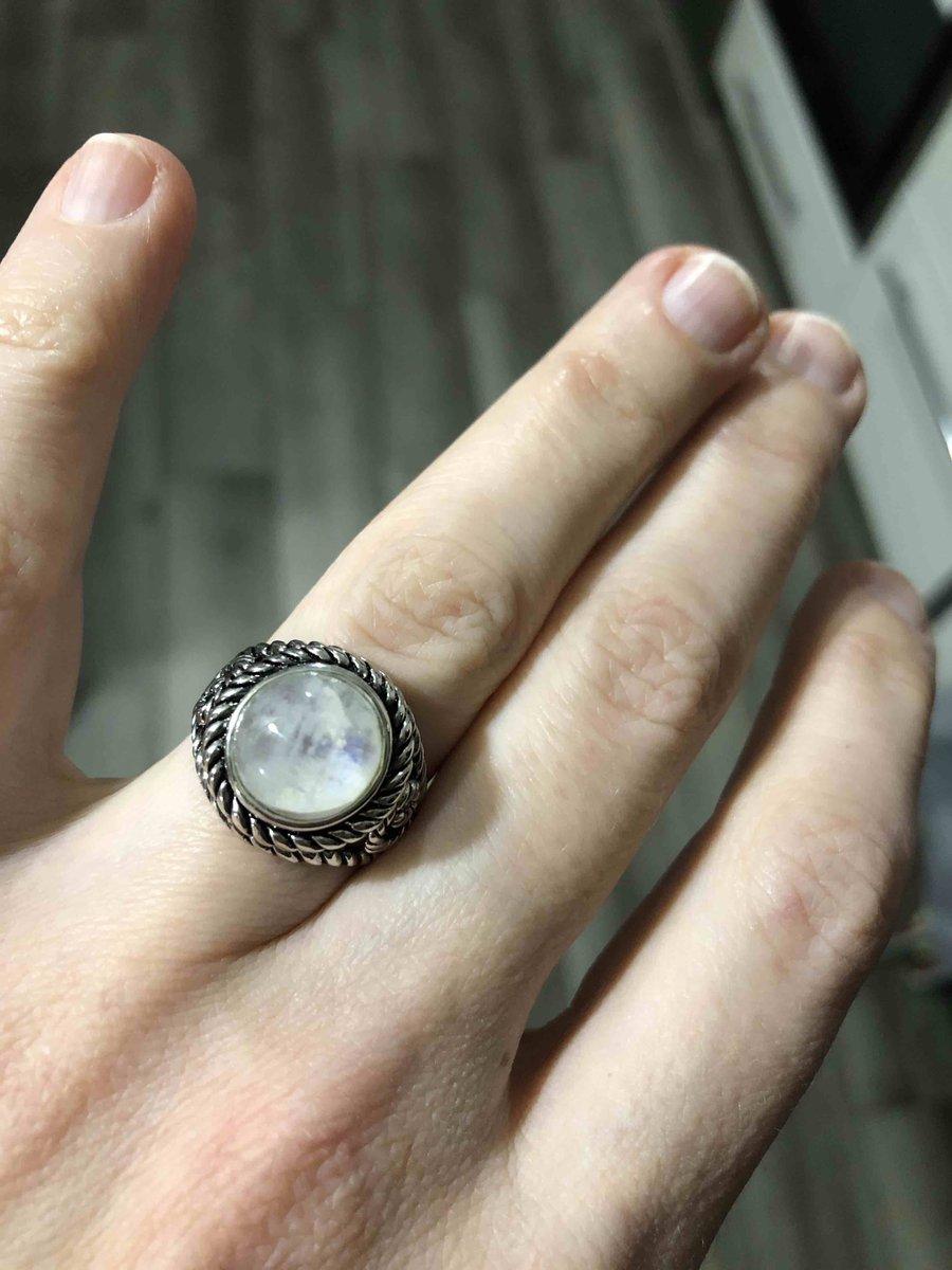 Подари мне лунный камень....