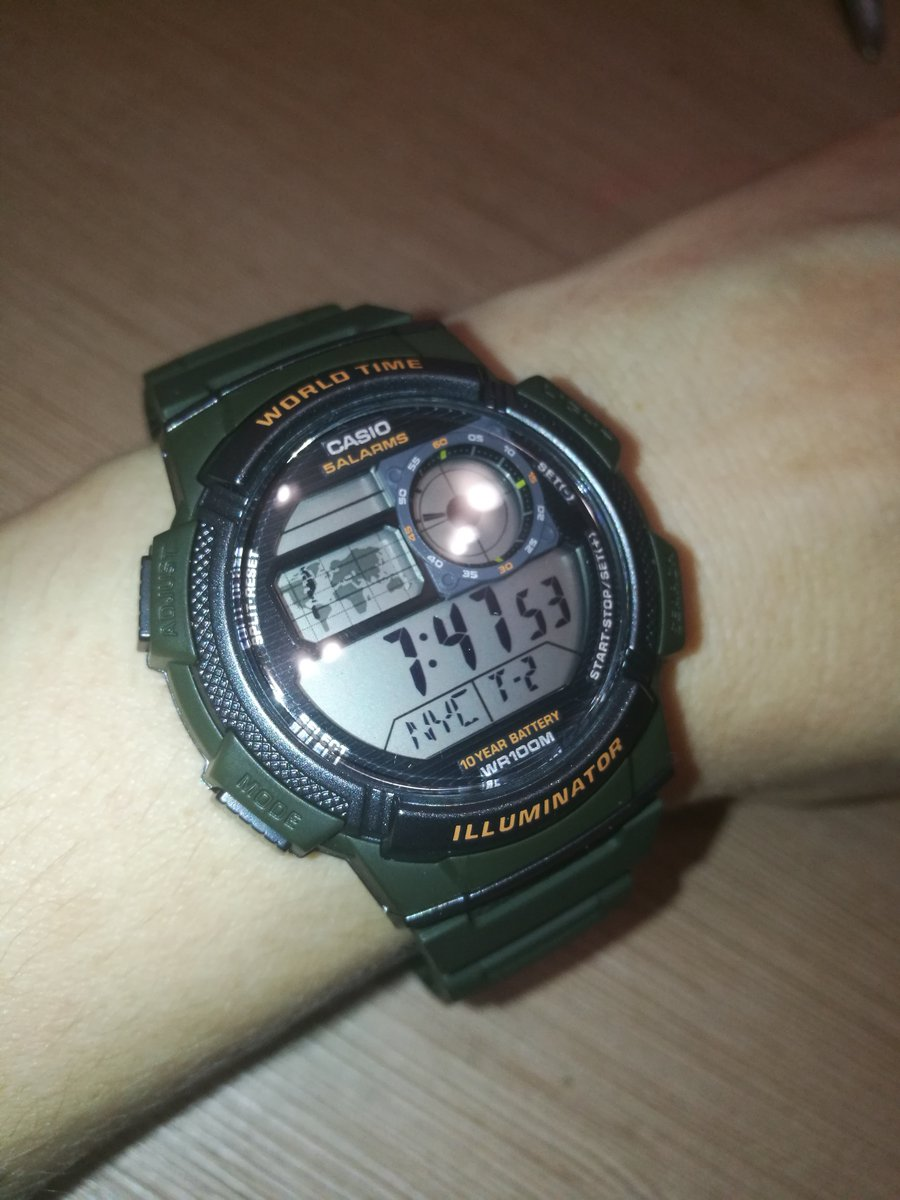 Все хорошо. простенькие часы с будильником.