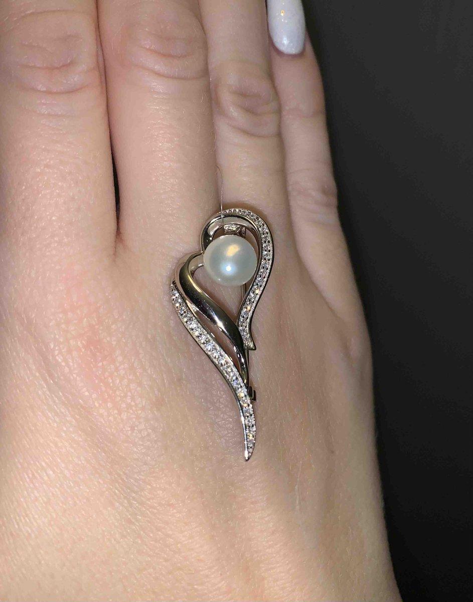 Серебряная брошка с жемчужиной,очень красивая!