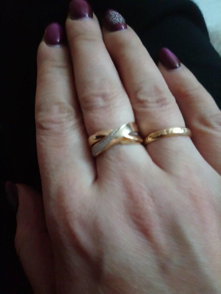 Красивое, большое кольцо.