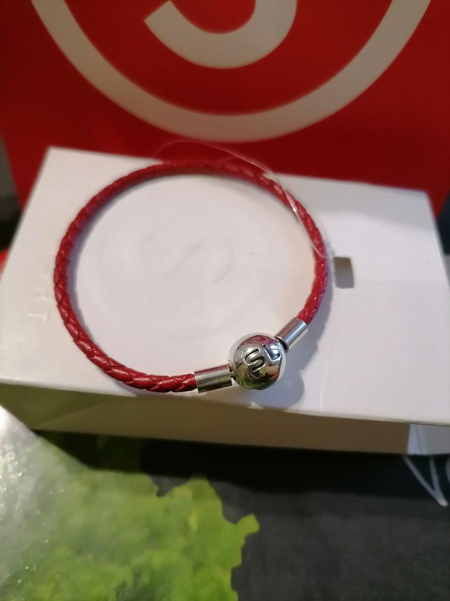 Кожаный красный браслет