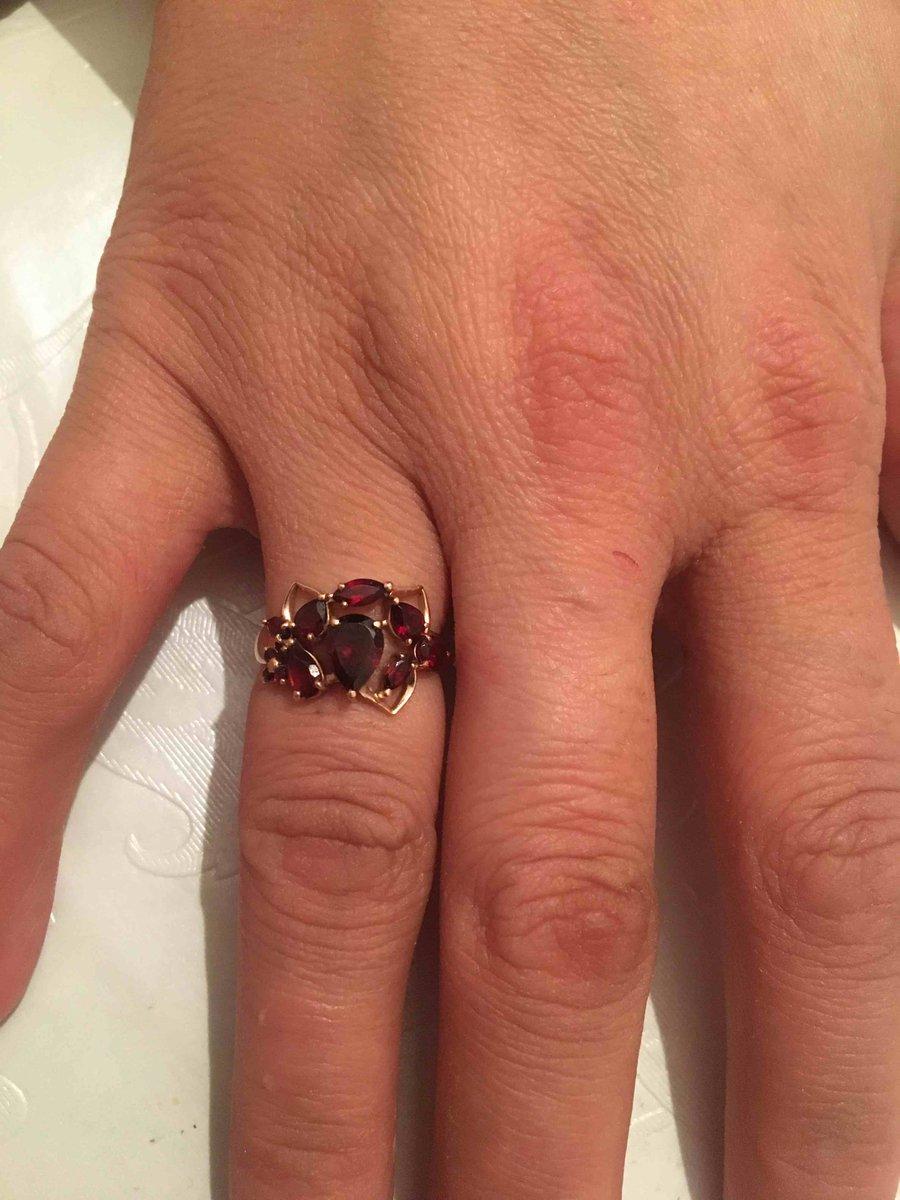 Кольцо очень приятно смотрится на руке