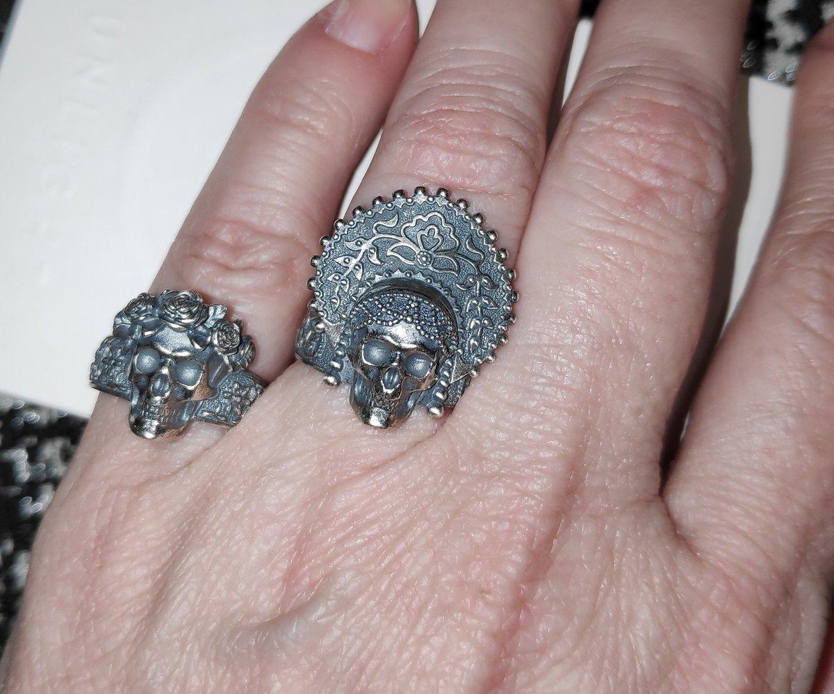 Как часто вы носите кольцо с черепом?