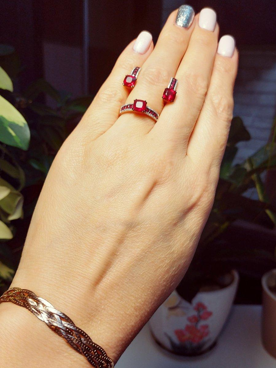 Потрясающие рубины! ну и конечно же бриллианты...