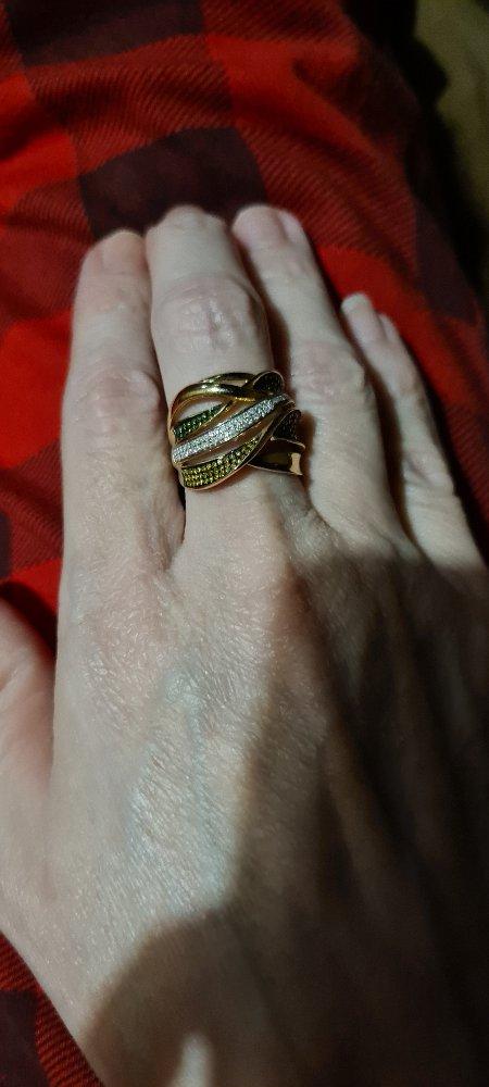 Очаровательное кольцо с брильянтами!