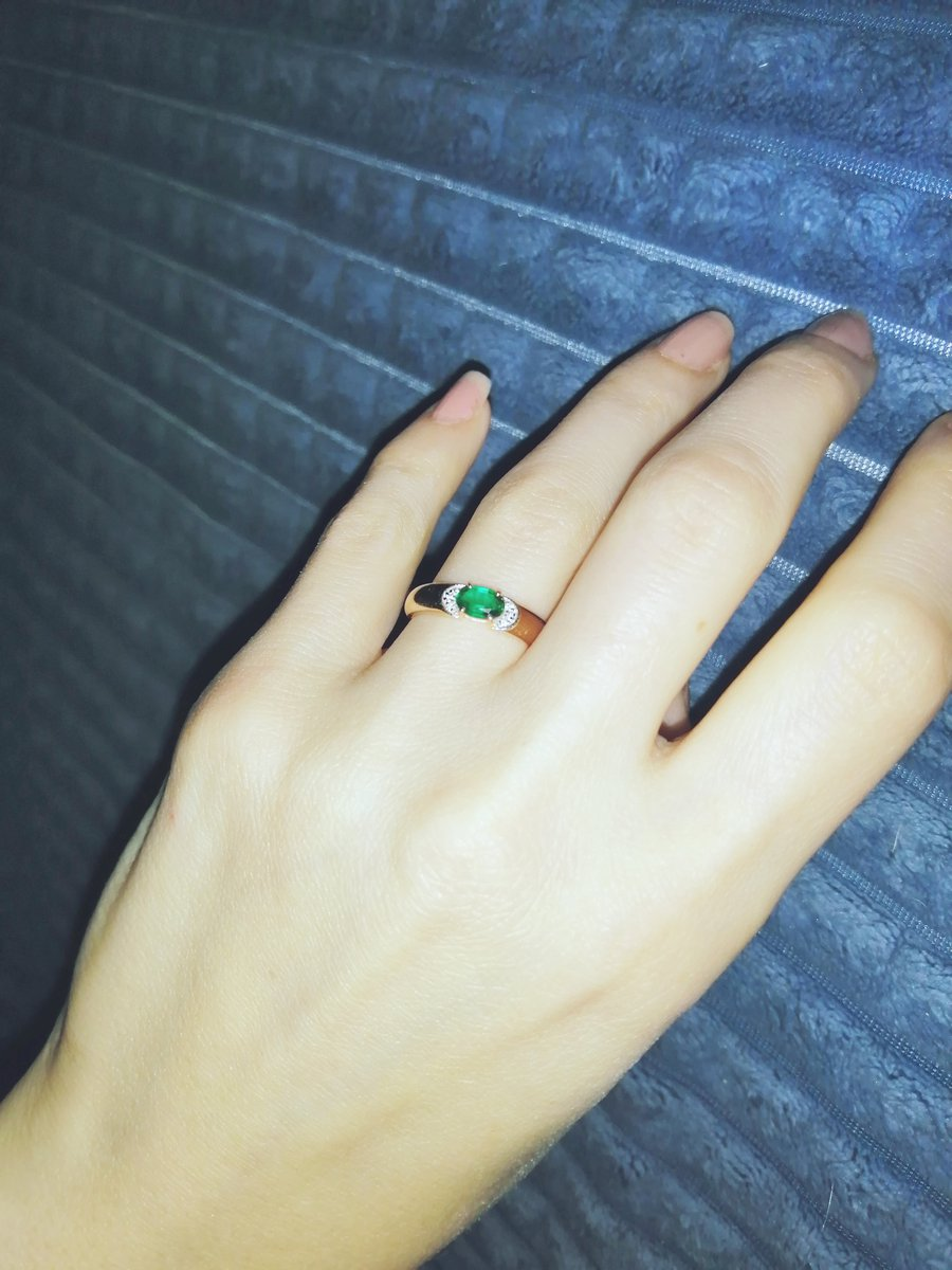 Кольцо с чудесным изумрудом.