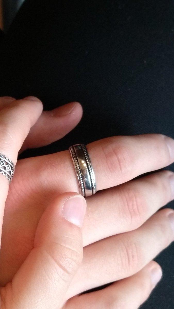 Красивое кольцо, подойдет и мужчинам, и женщинам, выглядит супер!