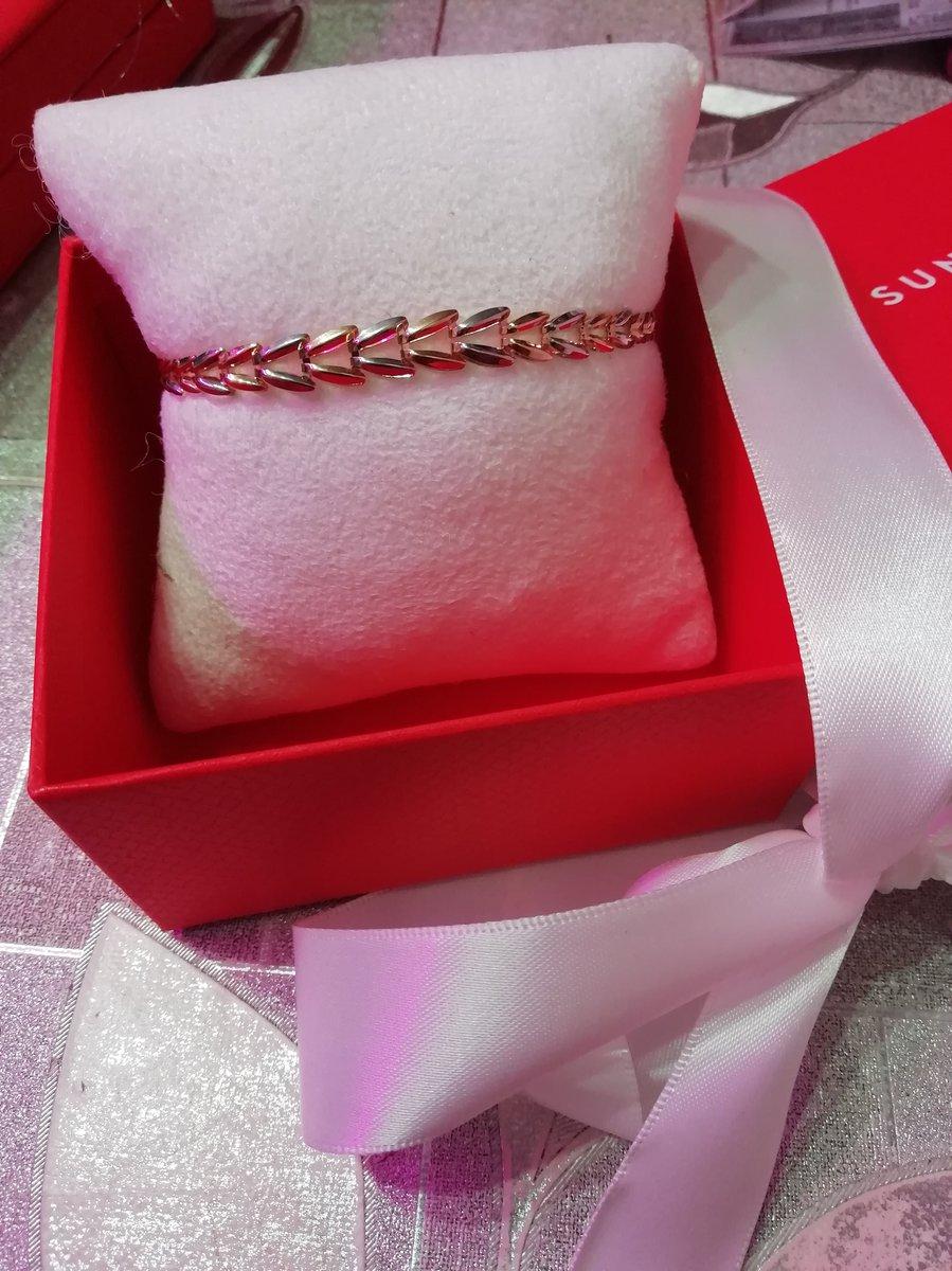 Комплект(цепь+браслет) просто великолепен. рекомендую всем!! не пожалеете!!