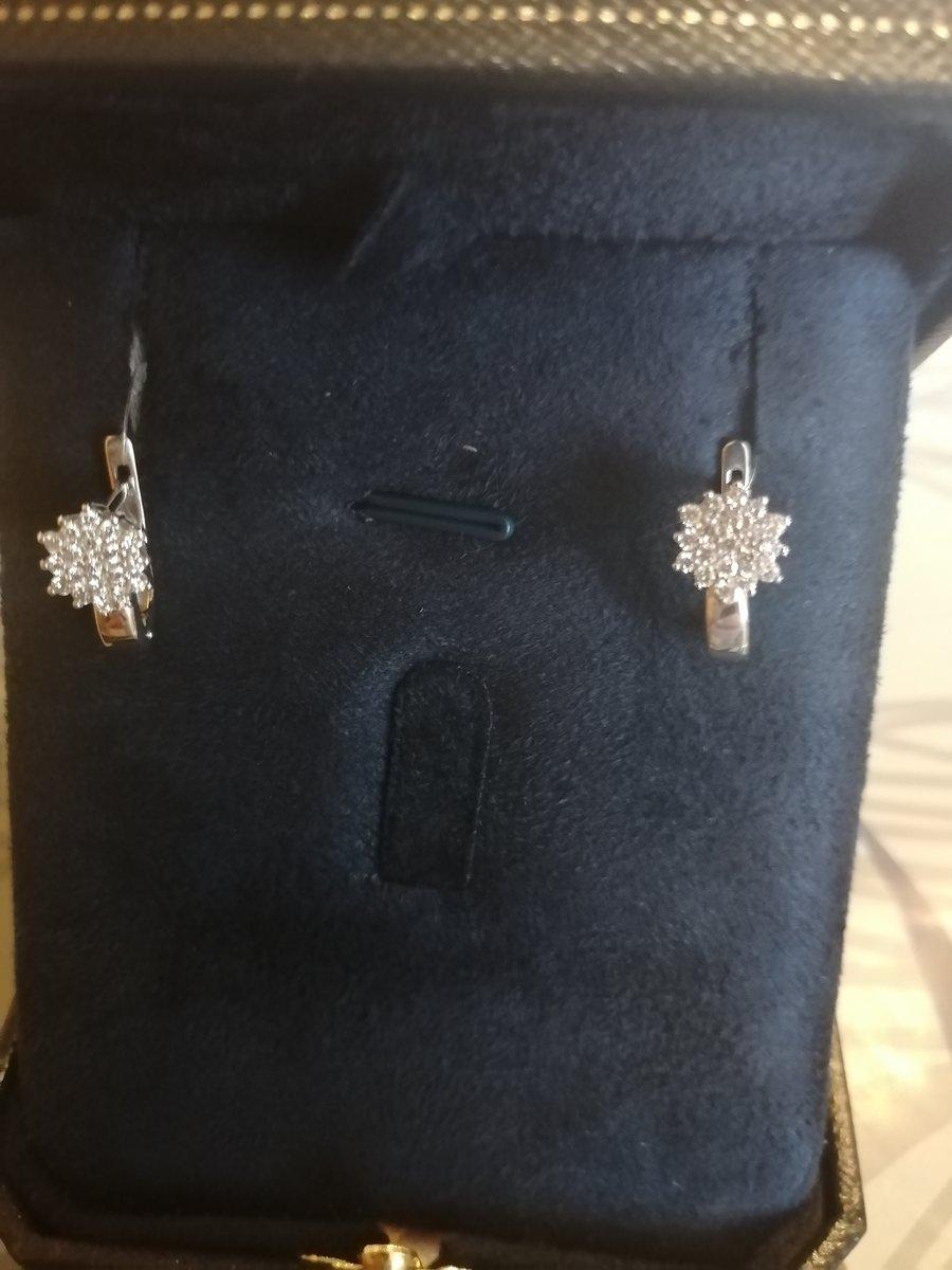 Серьги из белого золота с бриллиантами якутии!