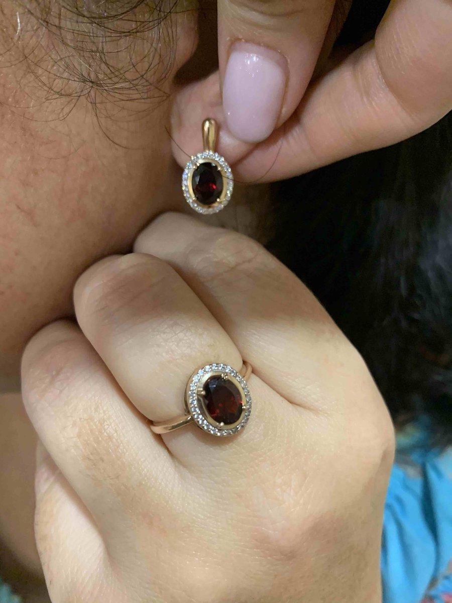 Серьги идеальные, купили маме на подарок с кольцом в наборе просто бомба!!!