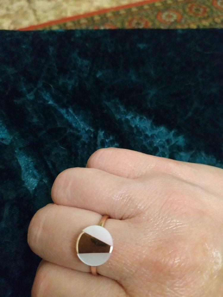 Кольцо с перламутром.