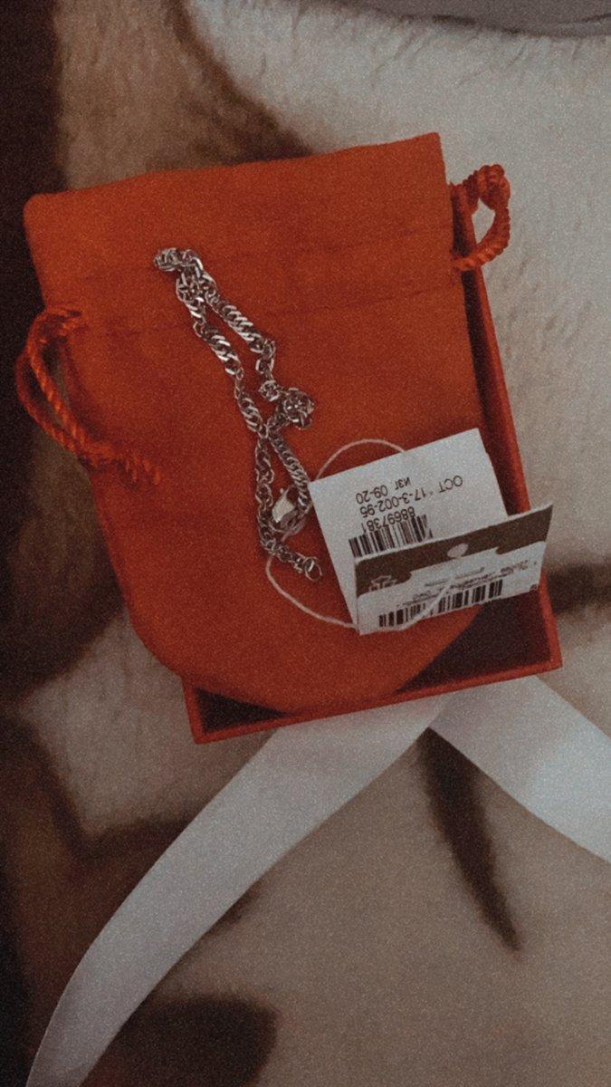 Серебрянный браслет очень простой и красивый