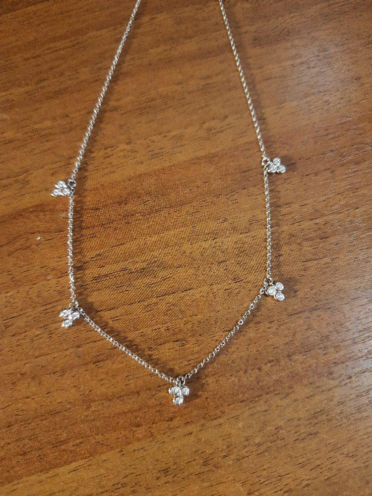 Серебряное шейной украшение