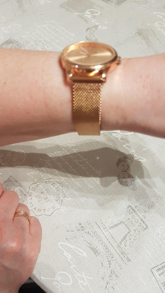 Хорошие часы. . время точно показавают. браслет не окисляется. советую.