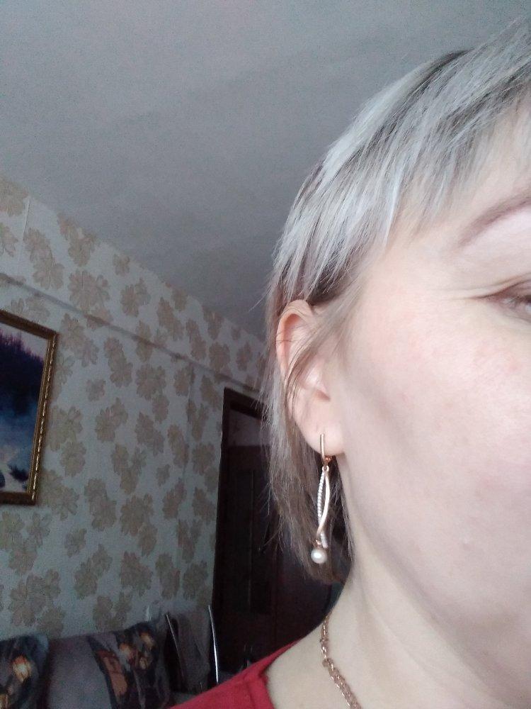 Золотые серьги с фианитами и жемчугом настоящая находка для любой женщины.