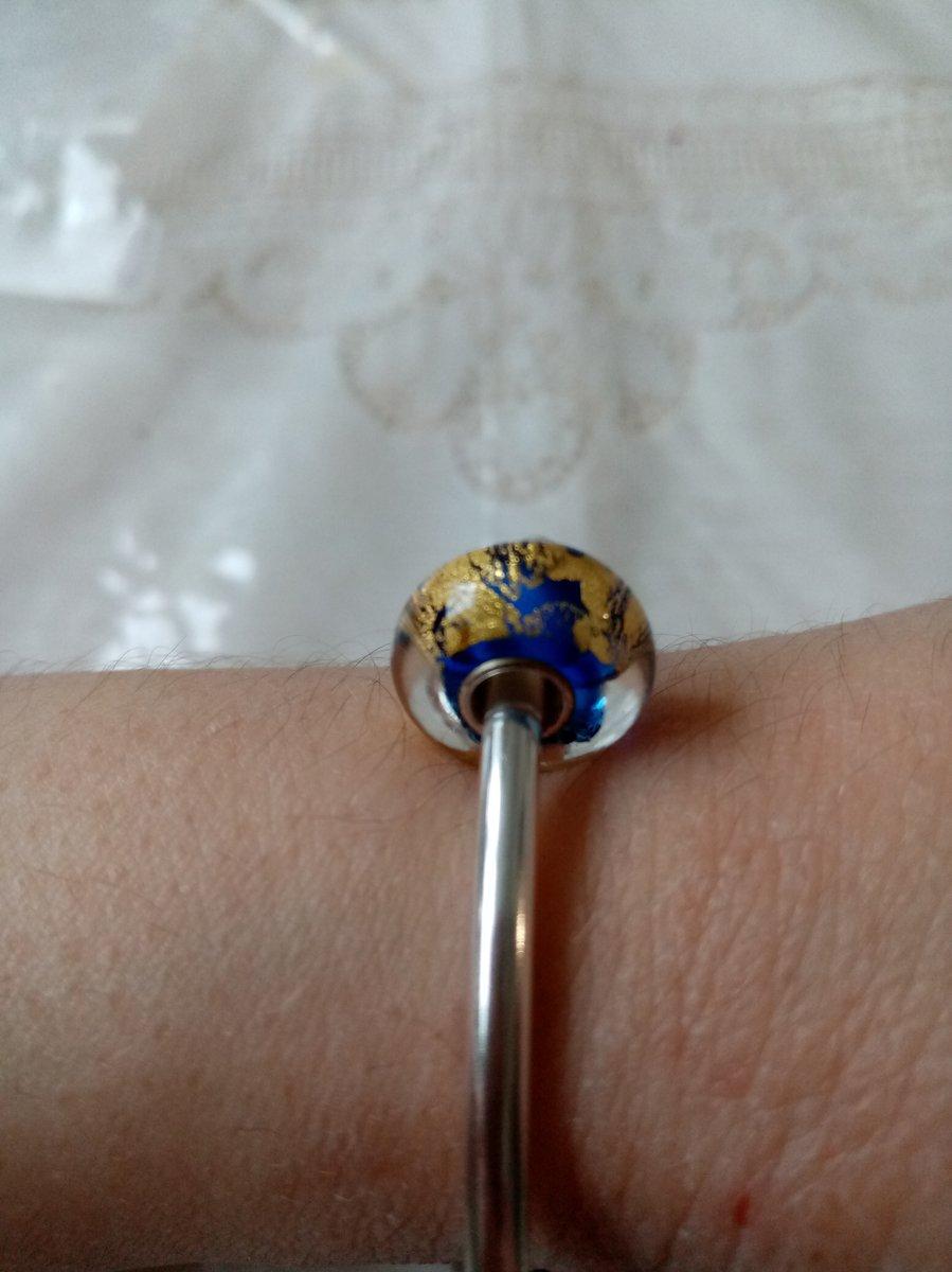 Шарм с алпанитом синий с золотым рисунком.