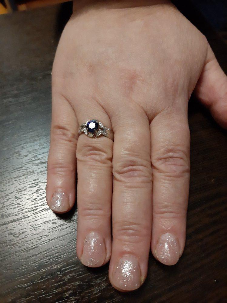 Кольцо из белого золта с сапфиром и бриллиантами