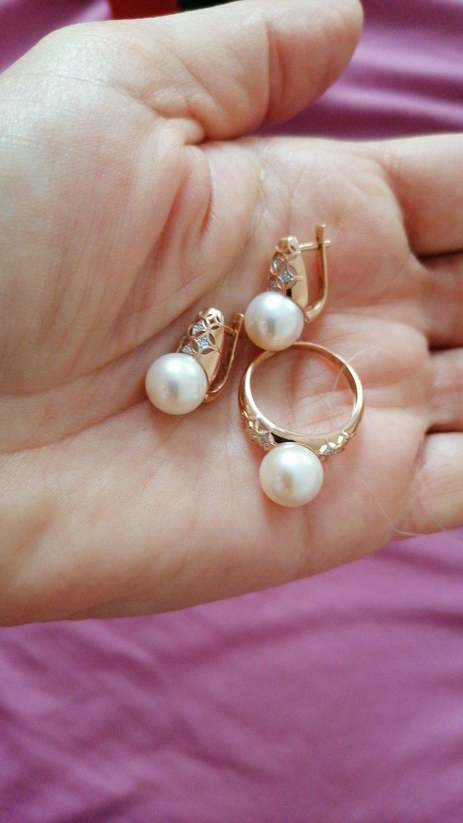 Золотое кольцо с культивируемым жемчугом и бриллиантиками