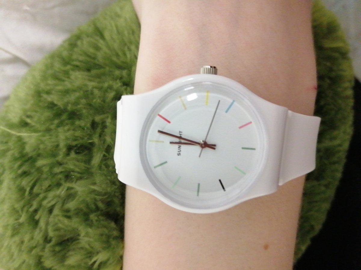 Отличный часы для девочки подростка.