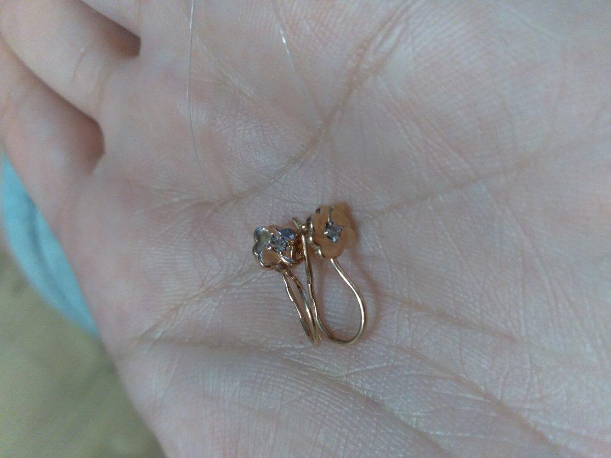 Миленькие золотые серёжки с бриллиантиком