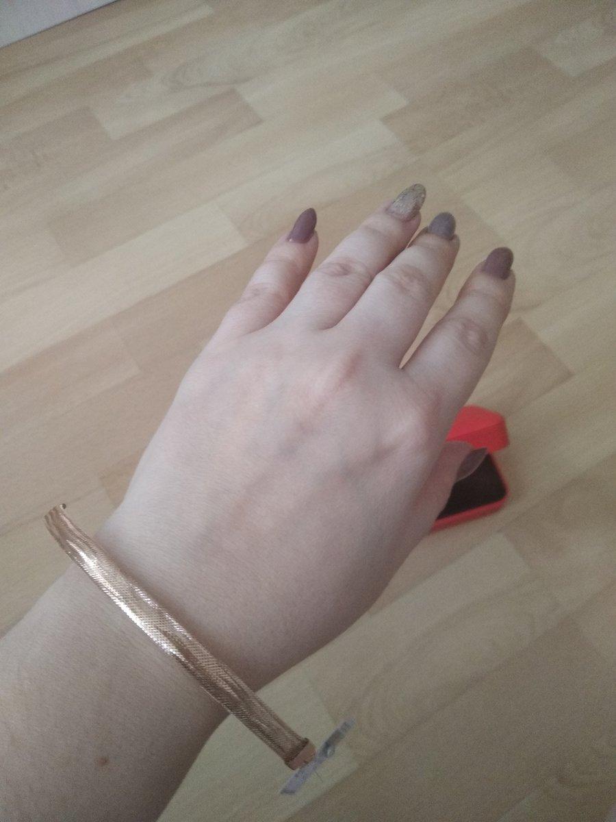 Купила себе на день рождения браслет очень лёгкий невесомый.
