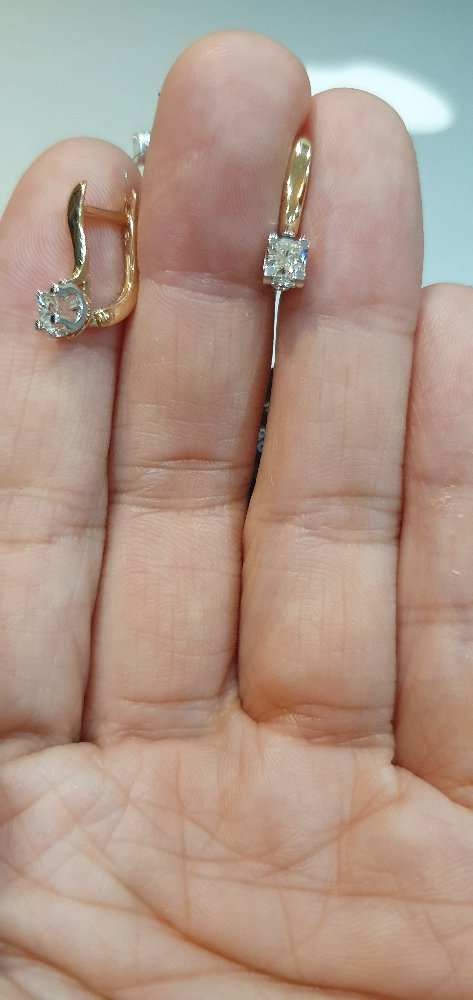 Нежные серёжки с бриллиантами.
