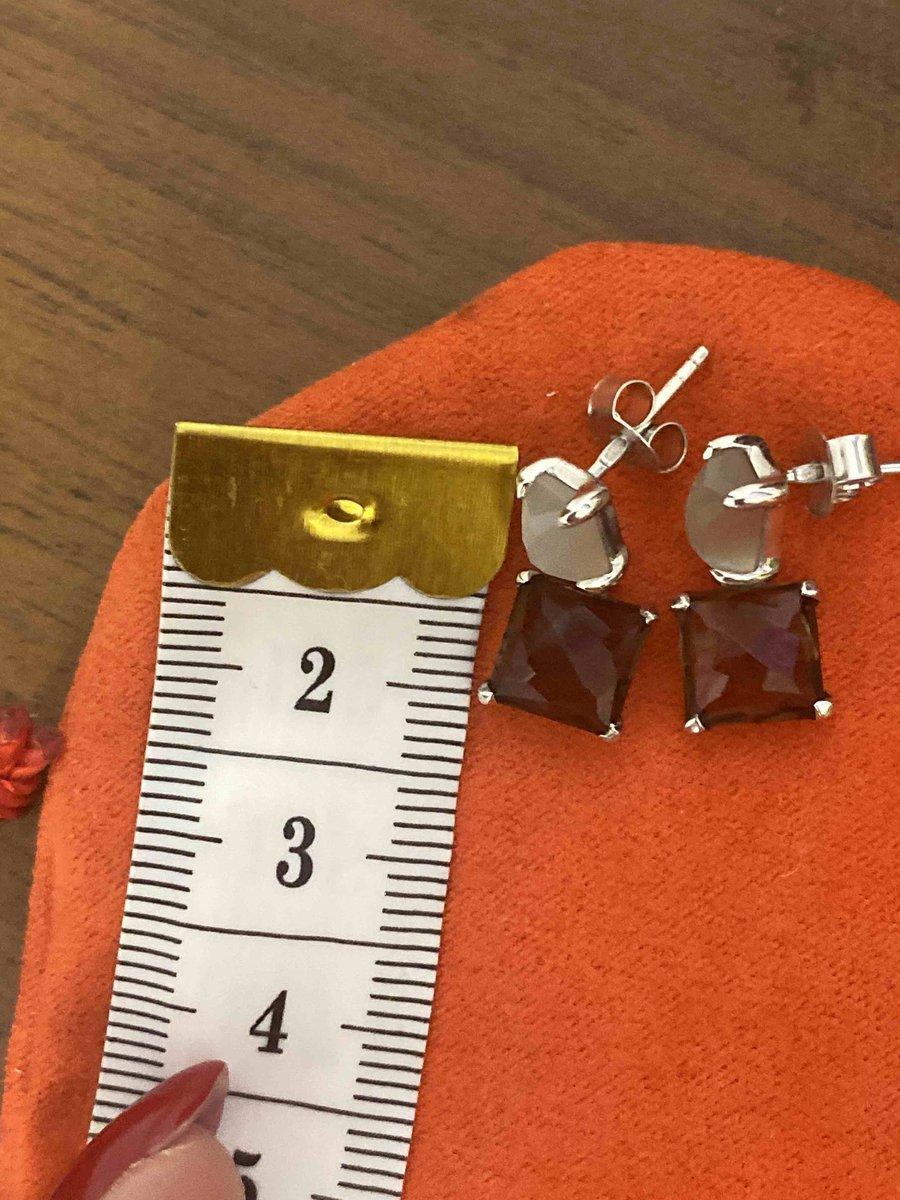 Красивые, стильные сережки. размер небольшой.