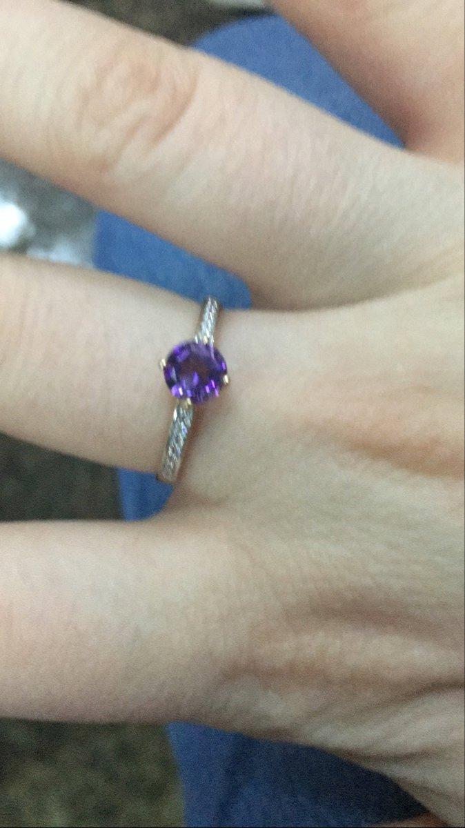 Очень красивое кольцо, девушка довольна😍😍😍☺️