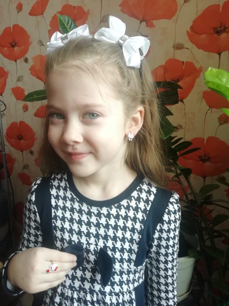 Купили комплект дочери на 8 марта.ребёнок счастлив!что может быть важнее?👍