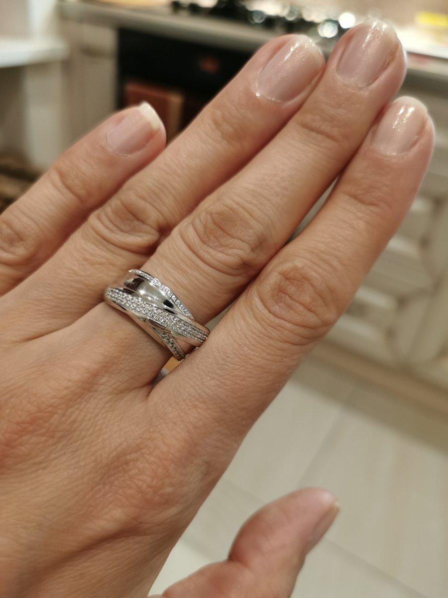 Спасибо  девушке за терпение!! выбрала отличное кольцо!! люблю ваш магазин