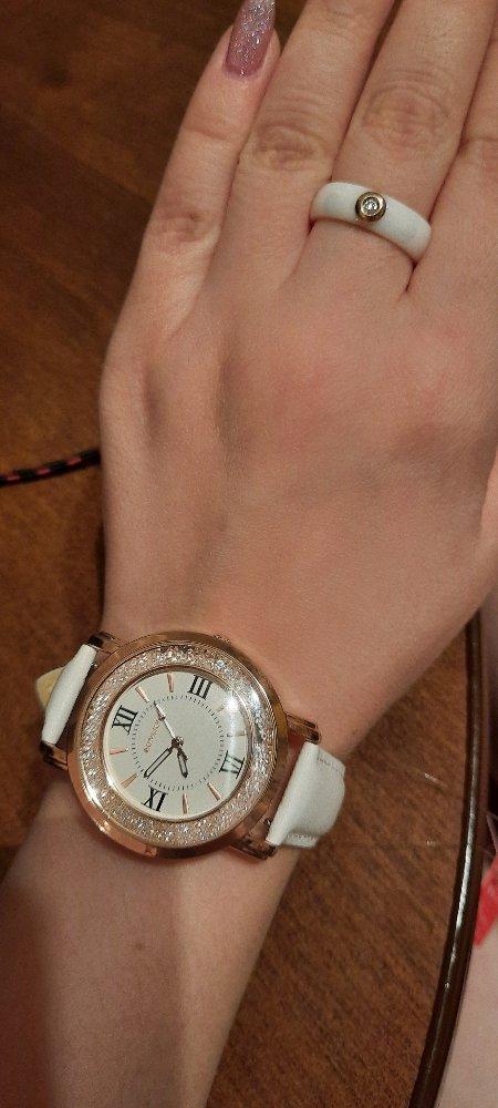 Часы с белым ремешком