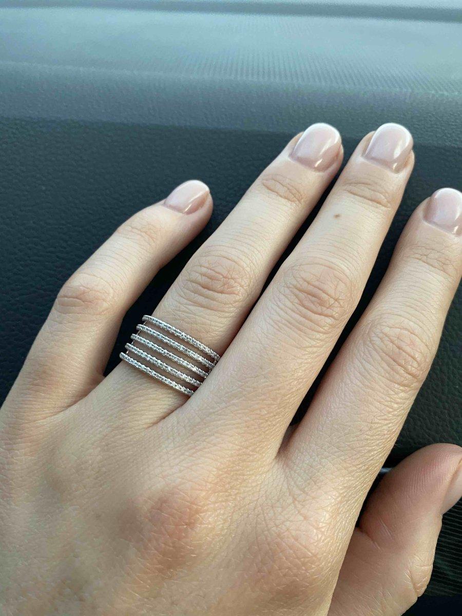 Нежное, современное кольцо!!