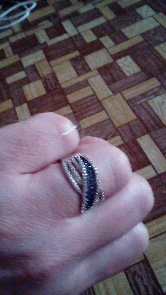 Кольцо очень красивое.качество изделия тоже не подводит.не хочеться снимать