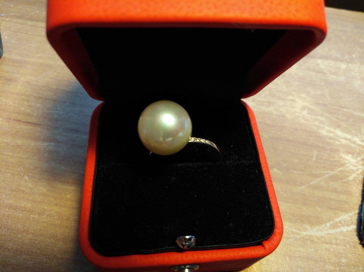 Эффектное кольцо с крупной жемчужиной