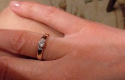 Перстень очень красивый, необычный. подарок от любимого человека.