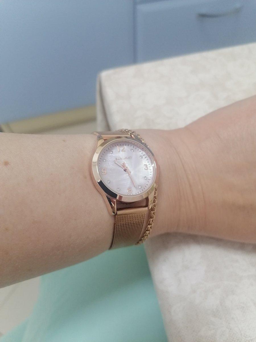 Часы просто чудо! очень хорошо сочетаются с золотыми украшениями!