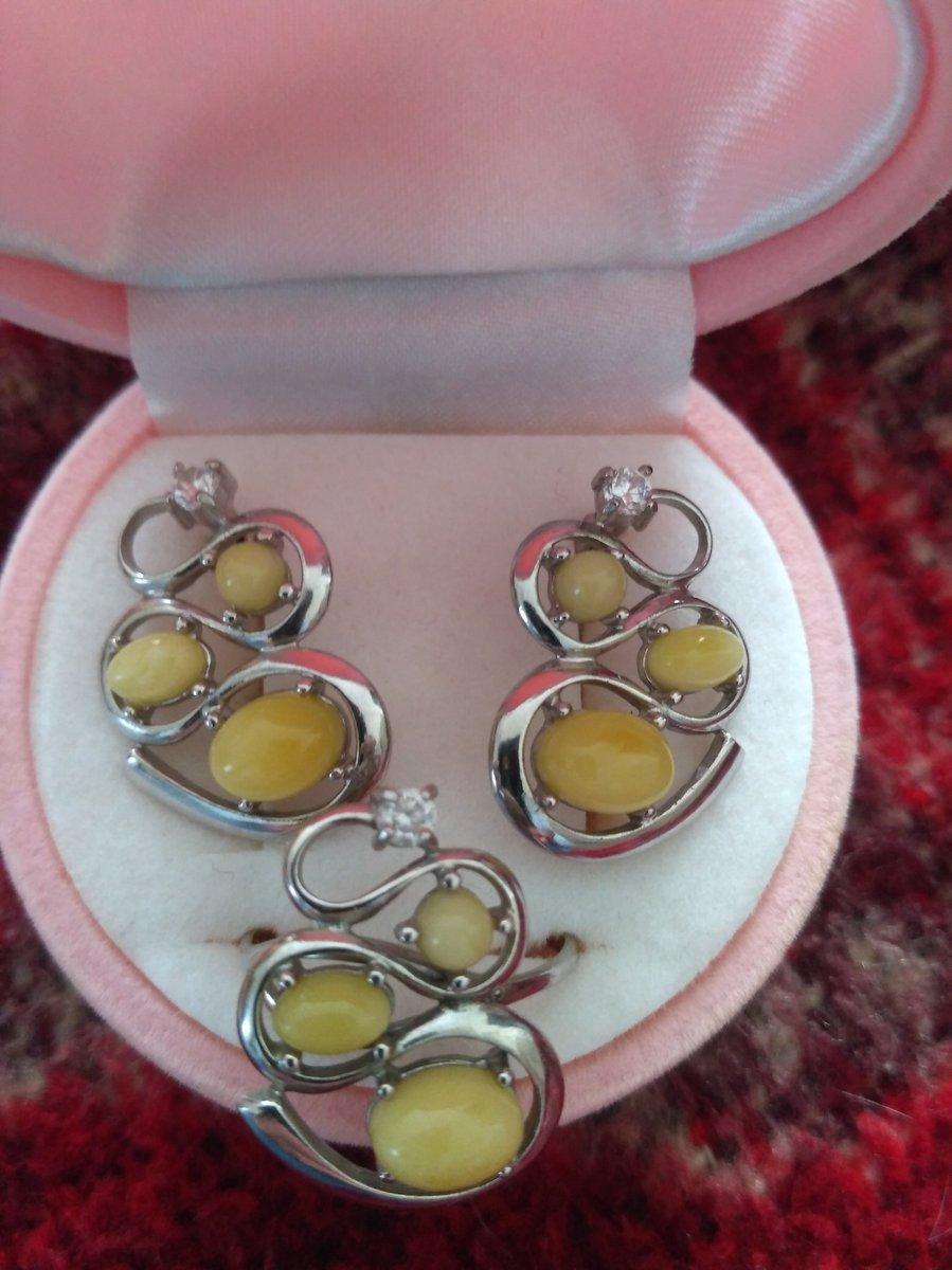 Сережки с жёлтым янтарем и фианитом
