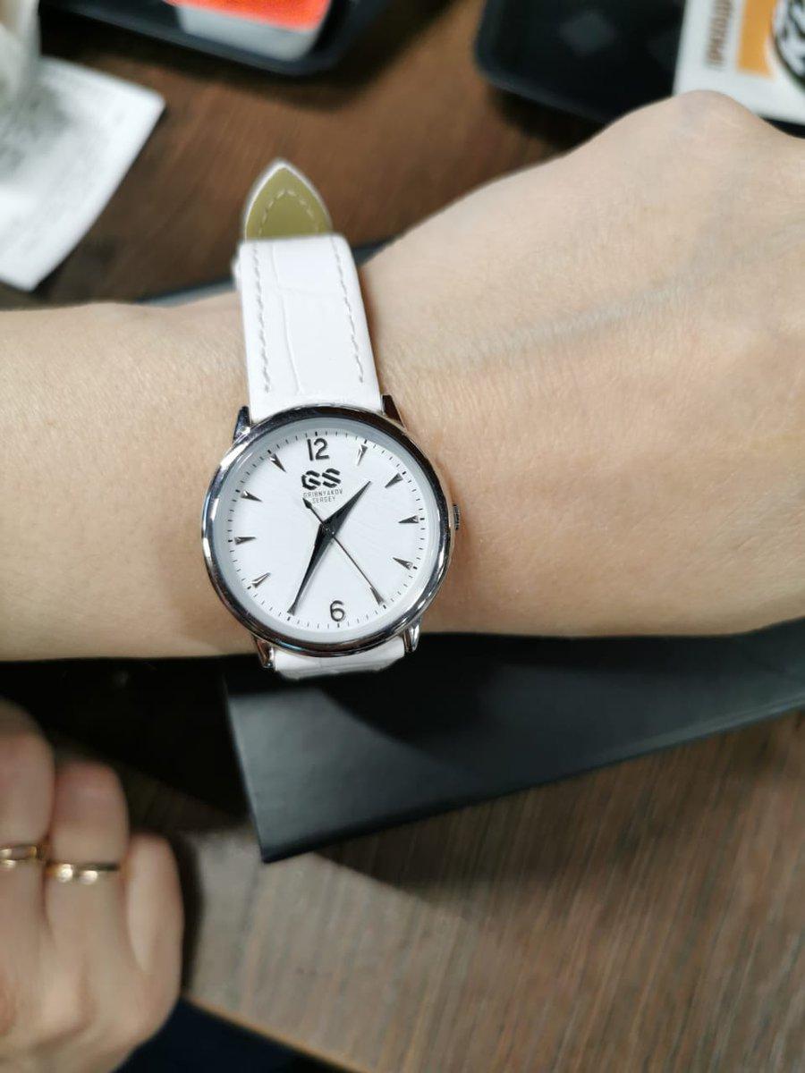 Часы с поданным ремешком