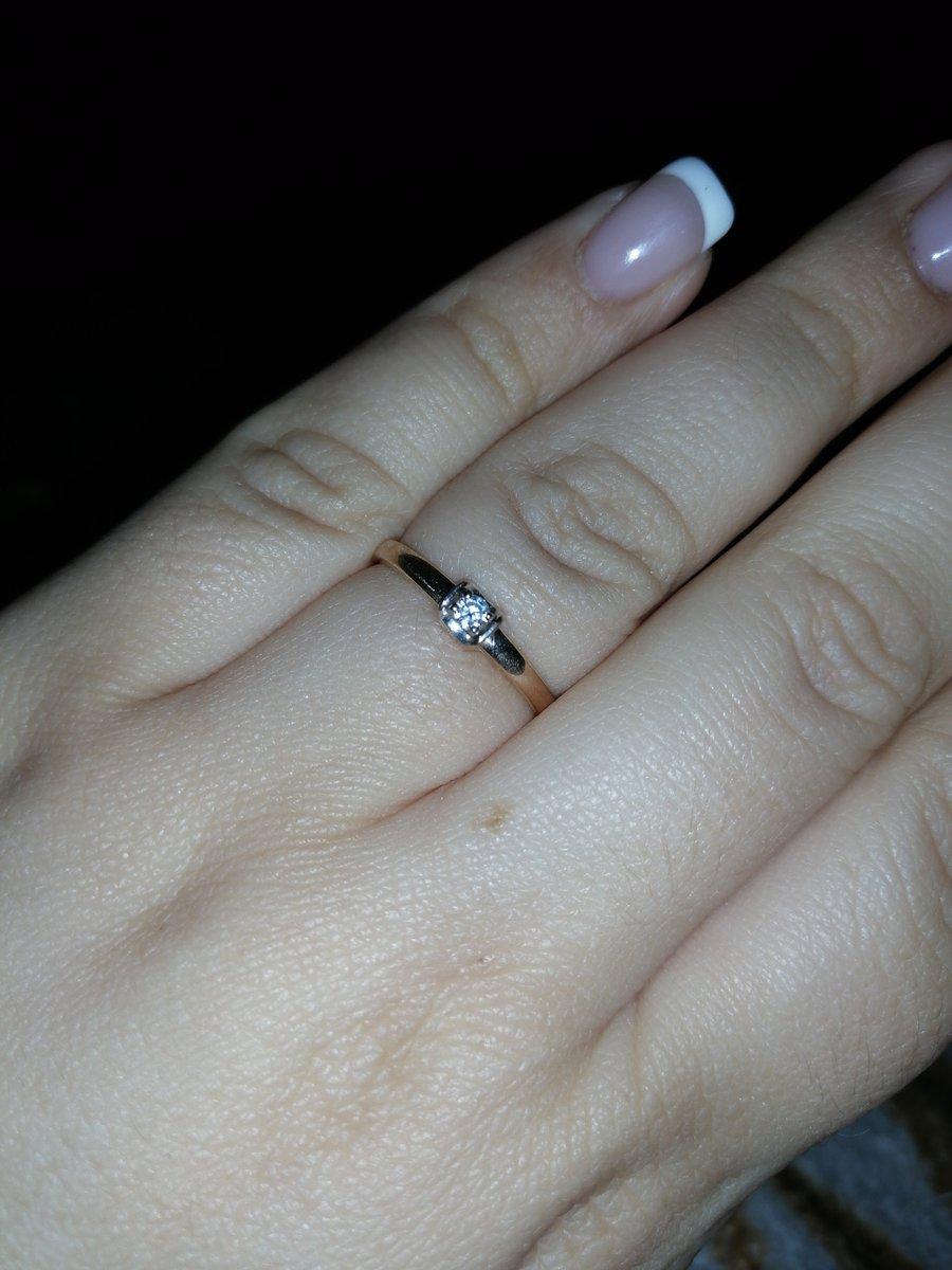 Шикарное кольцо с бриллиантом