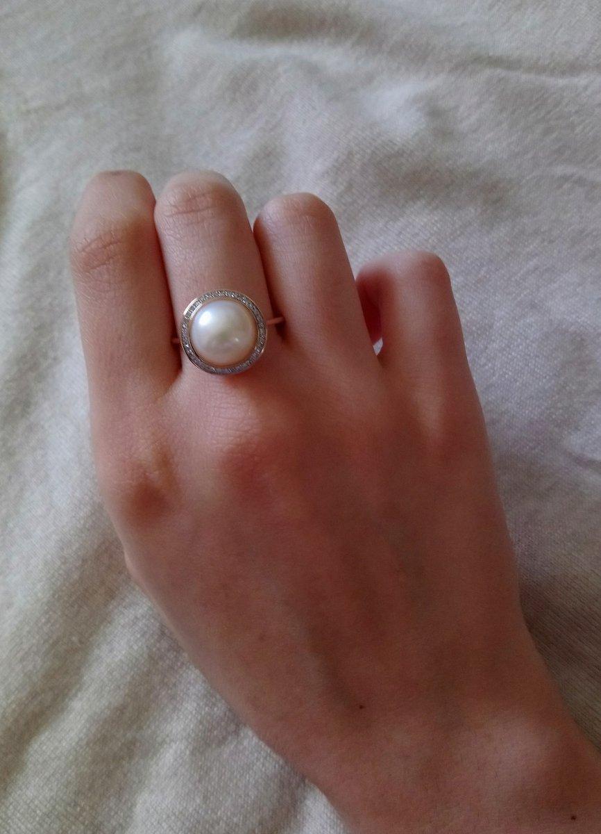 Золотое кольцо с жемчугом.