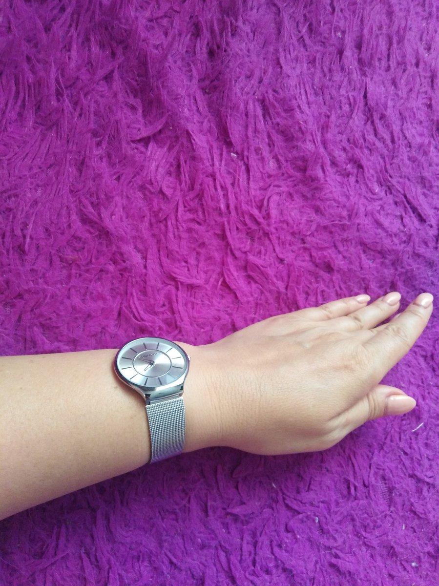 Часы в минималистическом стиле