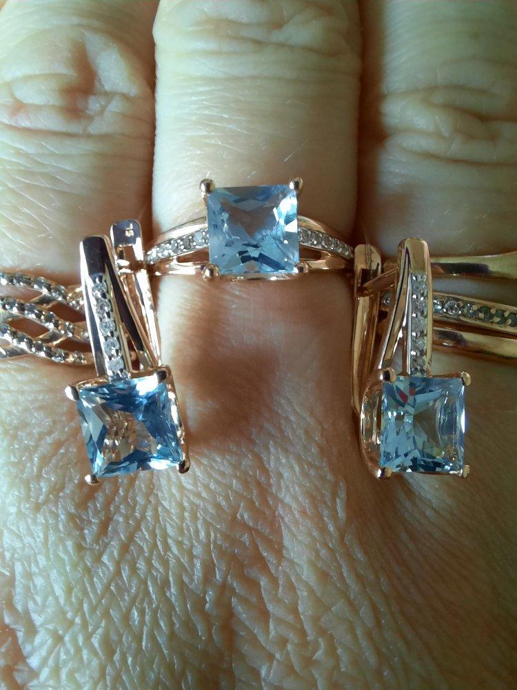 Серьги из розового золота с бриллиантами и топазом.