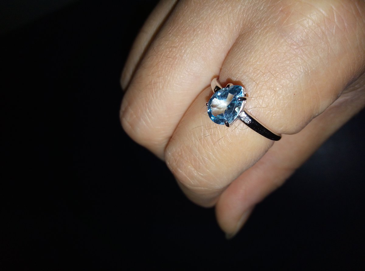 Кольцо с бриллиантами и с топазом.