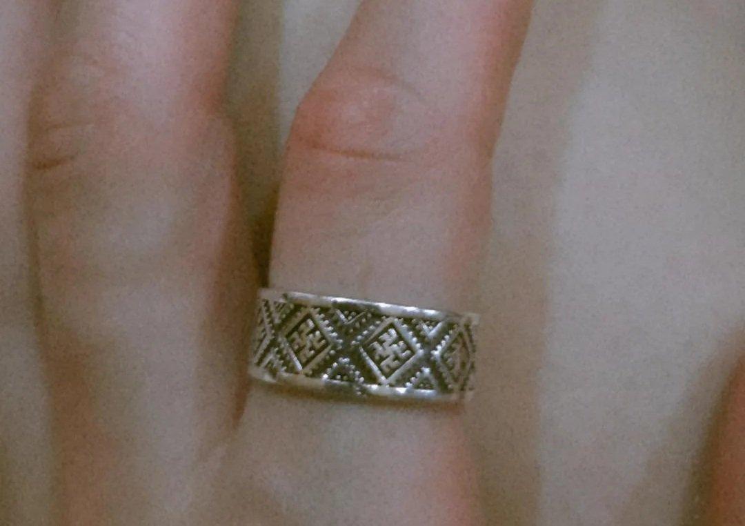 Красивое кольцо оберег