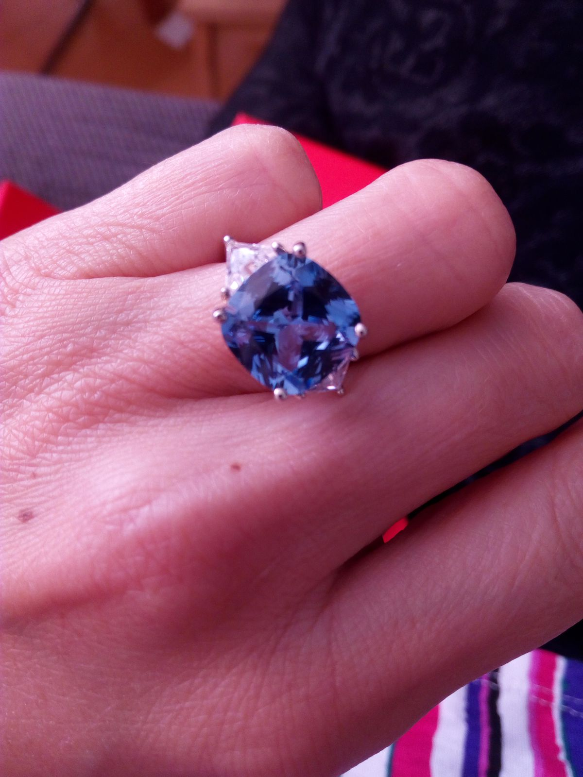 Кольцо с голубым камнем