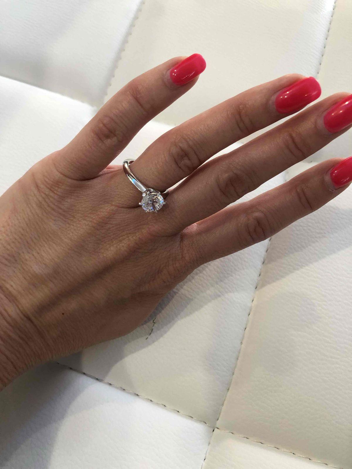 Идеальное кольцо с большим фианитом