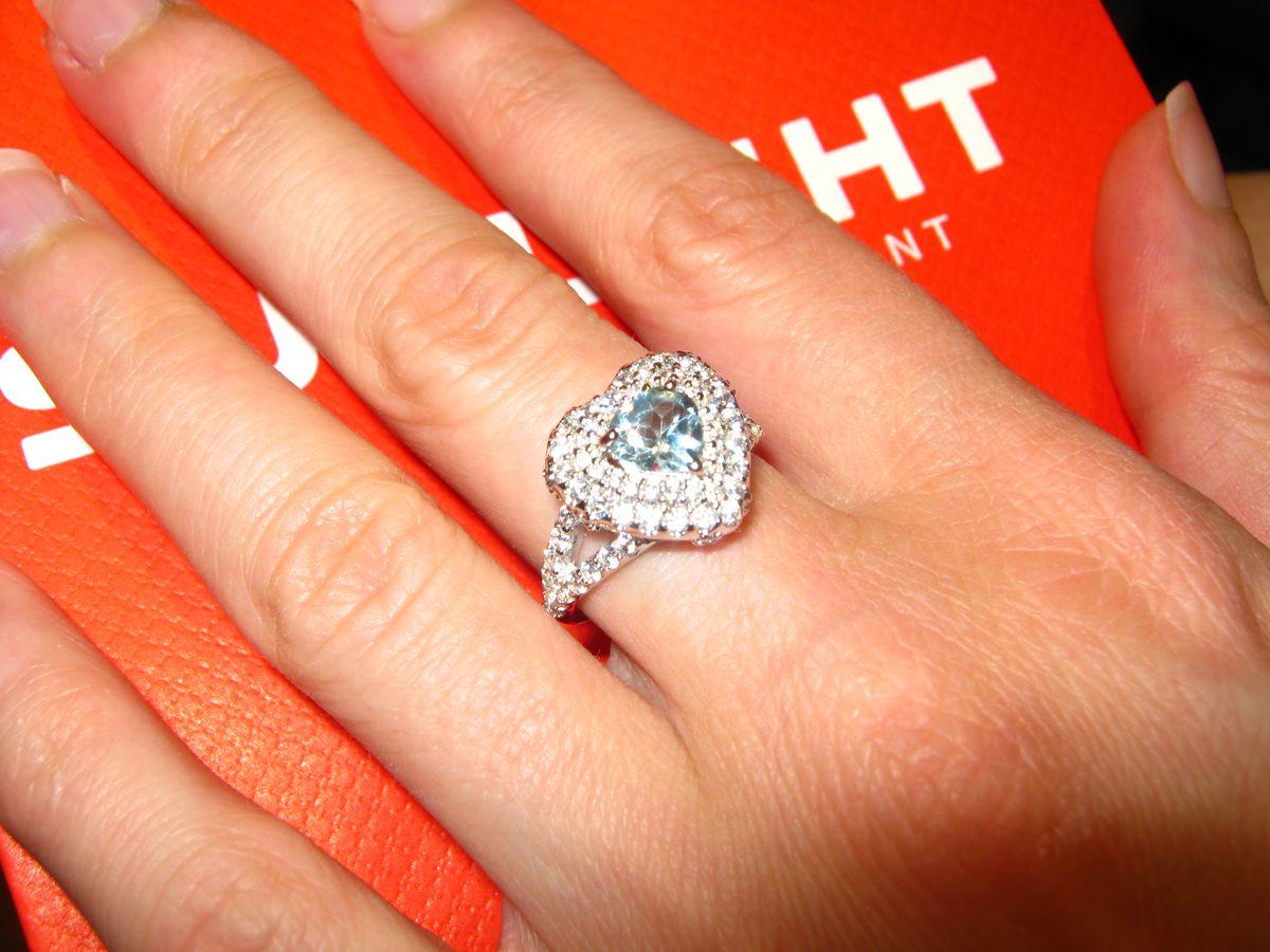 Потрясающее кольцо с топазом