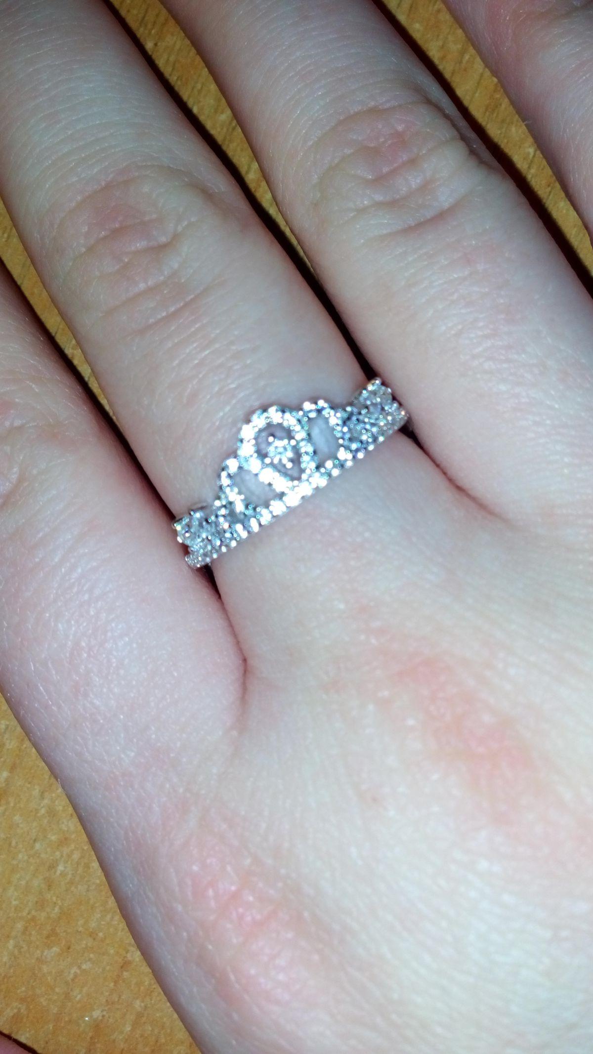 Кольцо серебряное, с фианитами.
