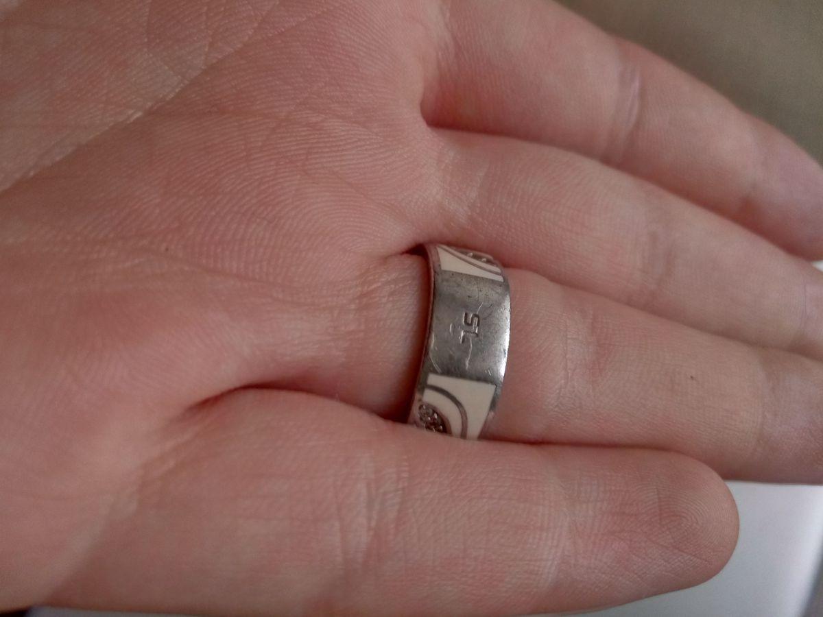 Крутое кольцо с эмалью