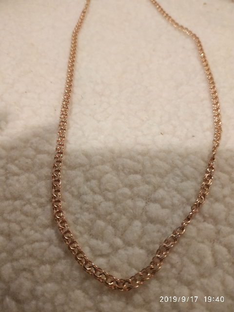 Хорошая золотая цепь, на вид очень красивая, плотное плетение. Нравится оч.